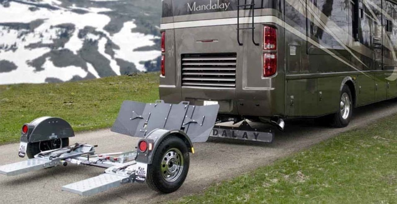 Tow dolly behind an RV
